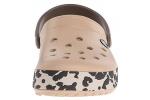 zueco-estampado-crocband-leopard-crocs-dorado-1