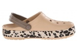 zueco-estampado-crocband-leopard-crocs-dorado-5