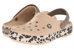 zueco-estampado-crocband-leopard-crocs-dorado-6